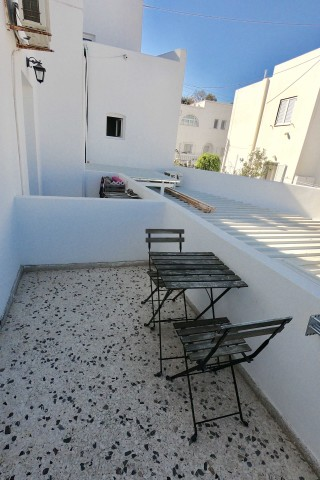 accommodation santorini backpackers balcony-4