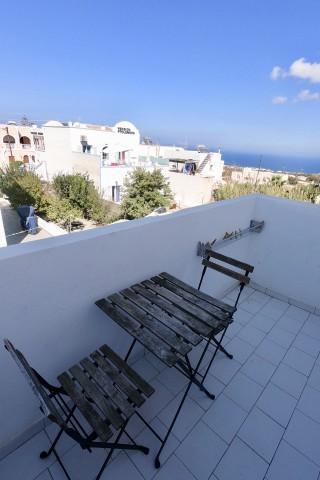 accommodation santorini backpackers sea view