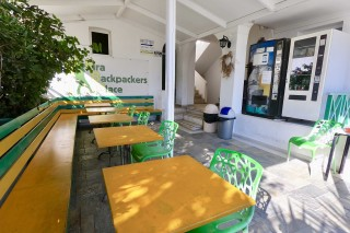 facilities santorini backpackers tables